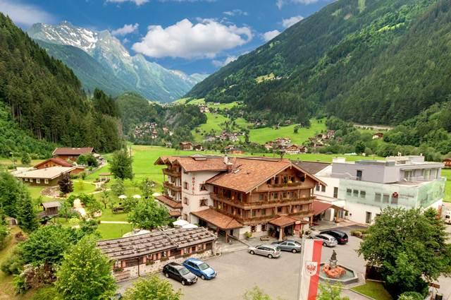 hotel_in_mayrhofen_bg1