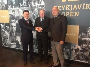 With Kirsan Ilyumzhinov and Fridrik Olafsson before round 1