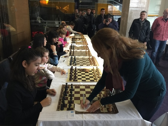 Autograph signing at the start of the simul