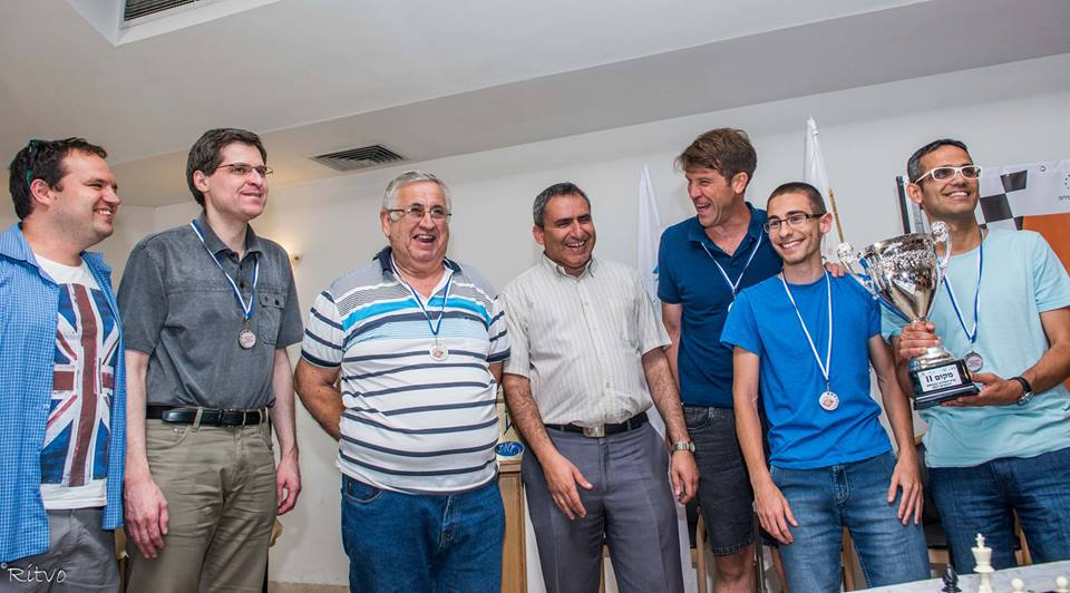 From right to left: GM Dov Zifroni, FM Yehonatan Bakalchuk, IM Tal Haimovitz, Minister Zeev Elkin, Captain Shlomo Kandelshine, GM Dan Zoller and Idan Lavi (official).