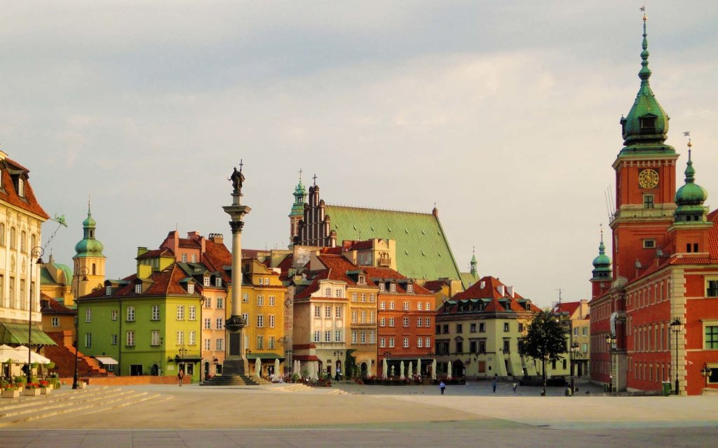 old-town-warsaw-poland-sqaure-WARSAW0517